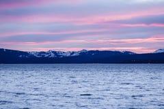 Nubes coloreadas puesta del sol sobre el Tahoe Imágenes de archivo libres de regalías