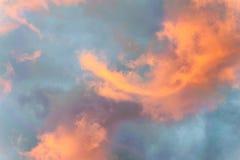 Nubes coloridas en la salida del sol en el interior Australia foto de archivo libre de regalías