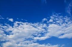 Nubes con el cielo azul Imágenes de archivo libres de regalías