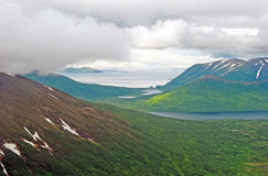 Nubes costeras sobre las colinas de la isla Fotografía de archivo libre de regalías