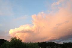 Nubes crepusculares Imagen de archivo libre de regalías