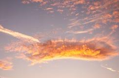 Nubes de Altocumulus en la puesta del sol Fotos de archivo libres de regalías