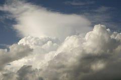 Nubes de cúmulo Imagen de archivo