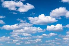 Nubes de cúmulo blancas foto de archivo libre de regalías