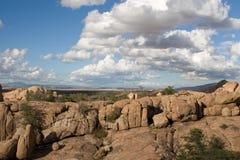 Nubes de cúmulo en valle del tipo de tela de algodón Fotografía de archivo