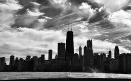 Nubes de cirro sobre el horizonte Fotos de archivo