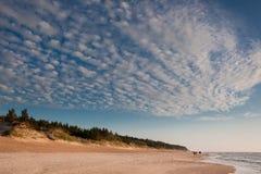 Nubes de cirrocúmulo imagen de archivo libre de regalías
