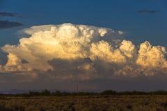 Nubes de cumulonimbus en la puesta del sol Fotografía de archivo