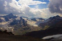 Nubes de Elbrus Imágenes de archivo libres de regalías