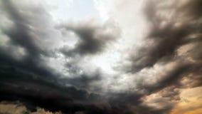 Nubes de fuertes lluvias antes de una tormenta time lapse almacen de video