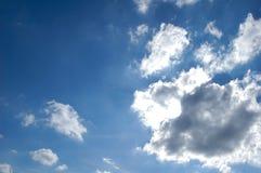 Nubes de la iluminación en el cielo Fotos de archivo
