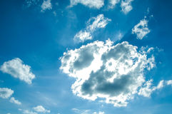 Nubes de la iluminación en el cielo Imágenes de archivo libres de regalías