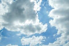 Nubes de la iluminación en el cielo Foto de archivo