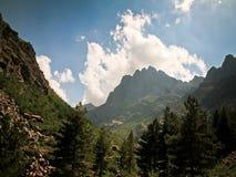 Nubes de la montaña de Córcega almacen de video