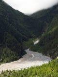 Nubes de la monzón sobre un río del glaciar Imágenes de archivo libres de regalías