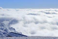 Nubes de la nieve abajo Foto de archivo