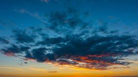 Nubes de la puesta del sol, time lapse metrajes