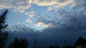 Nubes de la tarde almacen de video
