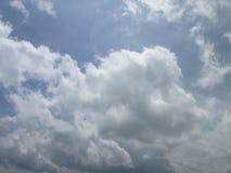 Nubes de la tarde del verano Fotos de archivo libres de regalías