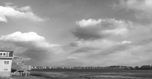 Nubes de la tarde en B+W Imágenes de archivo libres de regalías