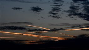 Nubes de la tarde en Falkensee, Brandeburgo Alemania metrajes