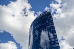 Nubes de la torre de la ciudad del negocio Imagen de archivo