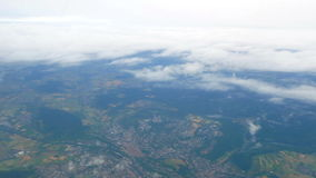 Nubes de la ventana de la mosca del aeroplano almacen de video