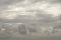 Nubes de lluvia en el cielo, nube oscura, nube de lluvia, tempestuosa antes de ra Imágenes de archivo libres de regalías