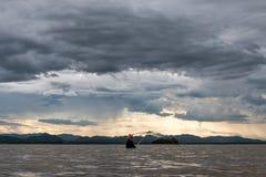 Nubes de lluvia en la estación de lluvias Fotos de archivo libres de regalías
