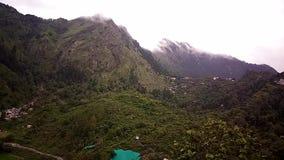 Nubes de Nainital Timelapse- sobre Bara Para Patthar metrajes