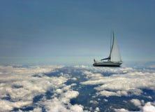 Nubes de navegación del canal stock de ilustración
