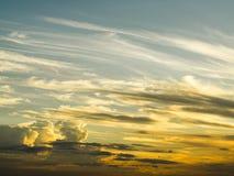 Nubes de oro en el cielo Imagen de archivo libre de regalías