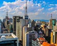 Nubes de Sao Paulo de la avenida del Brasil Paulista imagenes de archivo