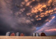 Nubes de tormenta de la puesta del sol Canadá Imagenes de archivo