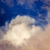 Nubes de tormenta en el cielo Fotos de archivo