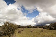 Nubes de tormenta en el parque nacional de Guadarrama Fotos de archivo