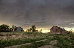 Nubes de tormenta de la pradera Canadá Imagenes de archivo