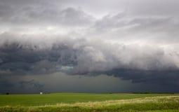 Nubes de tormenta de la pradera Canadá Foto de archivo