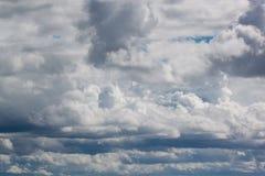Nubes de tormenta oscuras en la puesta del sol Fotografía de archivo
