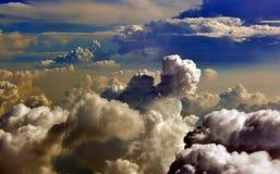 Nubes de tormenta que elaboran cerveza sobre el mar del sur de China, Vietnam Foto de archivo