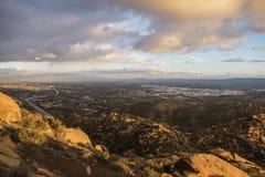 Nubes de tormenta que ruedan en el área del valle de San Fernanado del ANG del Los Imagenes de archivo