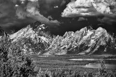 Nubes de tormenta siniestras sobre el Tetons Fotografía de archivo libre de regalías