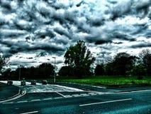 Nubes de tormenta sobre árbol Fotos de archivo libres de regalías