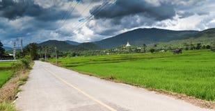 Nubes de tormenta sobre la carretera nacional de los maetae imagen de archivo libre de regalías
