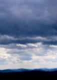 Nubes de tormenta sobre Ridge azul Imagen de archivo libre de regalías