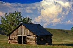 Nubes de tormenta sobre una cabina Fotos de archivo