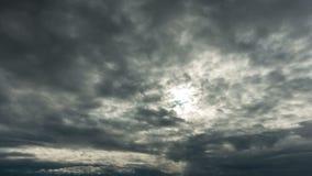 Nubes de tormenta y sol, time lapse almacen de video