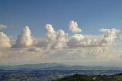Nubes de una opinión superior de la montaña fotos de archivo libres de regalías