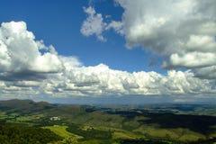 Nubes de una opinión superior de la montaña Fotografía de archivo libre de regalías
