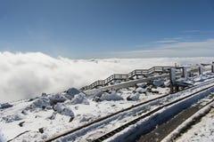 Nubes debajo de la cumbre Imagen de archivo